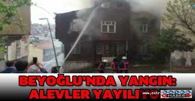 Beyoğlu'nda yangın: Alevler yayılıyor