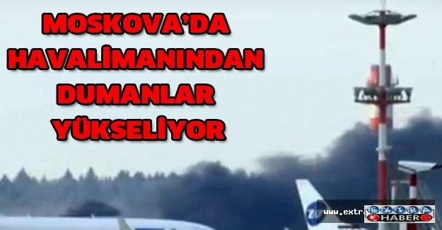 Moskova'da havalimanından dumanlar yükseliyor