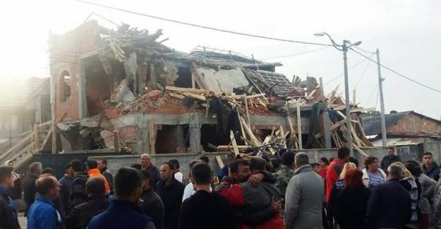 Sırbistan'da cami yıkımına Müslümanlardan tepki