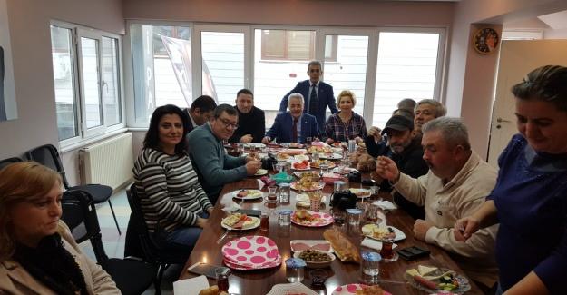 Eyüp Sultan İYİ Parti'nin Yerel Basına Sürprizi