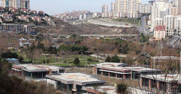 """Akgün: """"İhanet görmek isteyen Bahçeşehir'e baksın"""""""