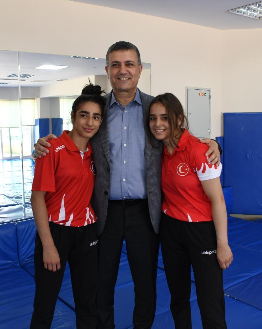 Başkan Bozkurt'tan şampiyon sporculara tebrik
