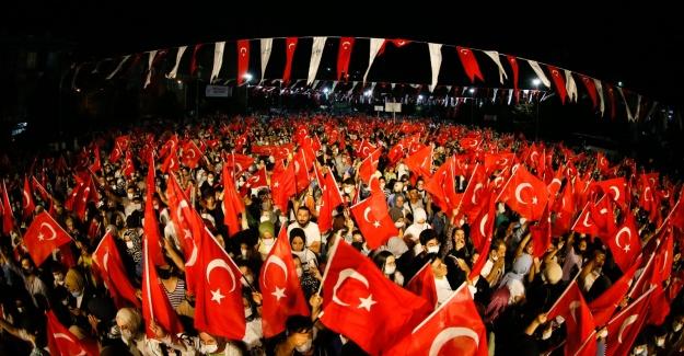 Binlerce Sultangazili, Zafer Bayramı coşkusunu yaşadı