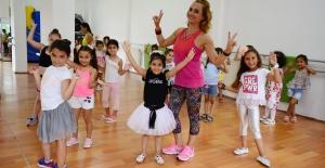 Sarıyer'de Çocuklar 'Zumba' Yapıyor