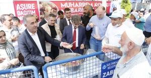 Sultangazi Belediyesi Aşure İkram Etti