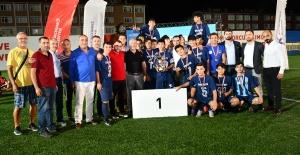 Zafer Kupası Şampiyonu İstanbul Demir Spor