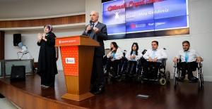 Ümraniye Belediye Başkanı Yıldırım 'Engelliler Günü'nde engellilerin gönlünü aldı.