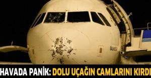 Havada panik: Dolu uçağın camlarını kırdı