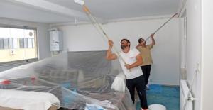 Ataşehir'de Engellilerin Evleri Ücretsiz Boyanıyor