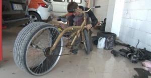Lastiği sürekli patlayan bisikletine çözüm buldu